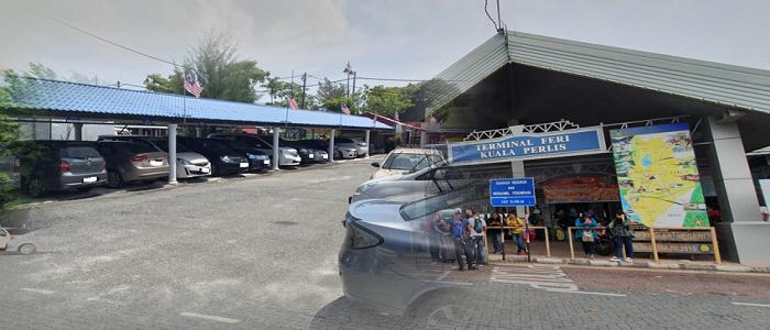 Tempat untuk parking kereta di jeti Kuala Perlis untuk ke Langkawi