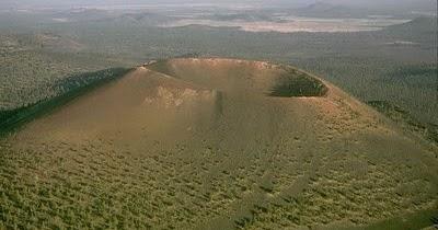Gambar dari udara Gunung Maria bekas gunung berapi yang tidak aktif lagi